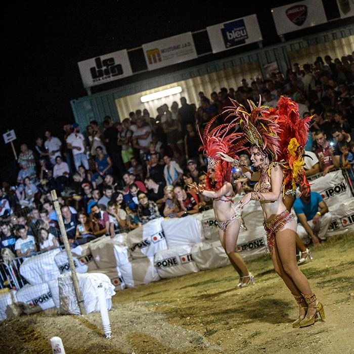 les danseuses du Supercross de l'Yonne 2016