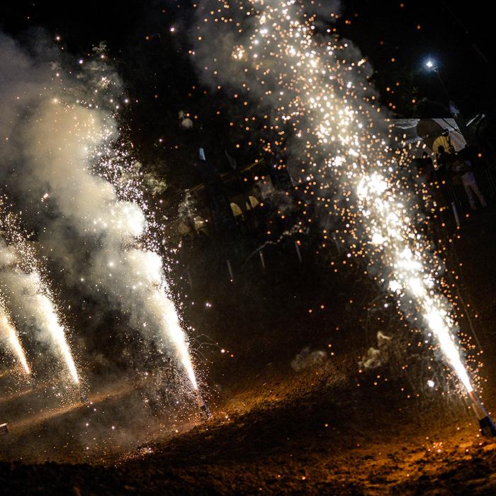 effets pyrotechniques lors du Supercross de l'Yonne 2016